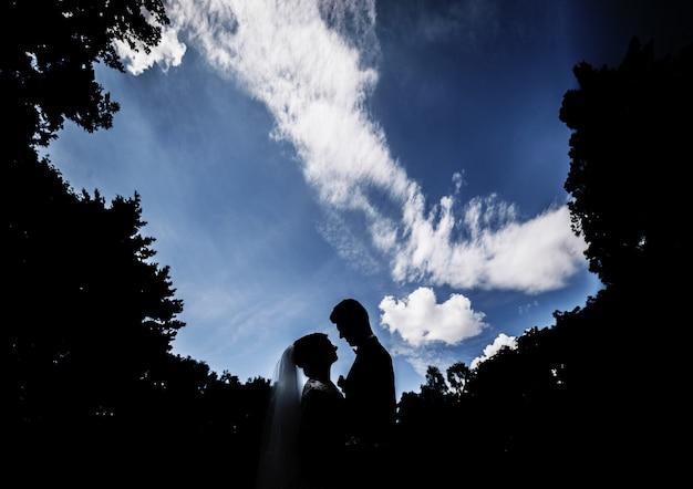 Novio verde de la boda del verde del verano Foto Gratis