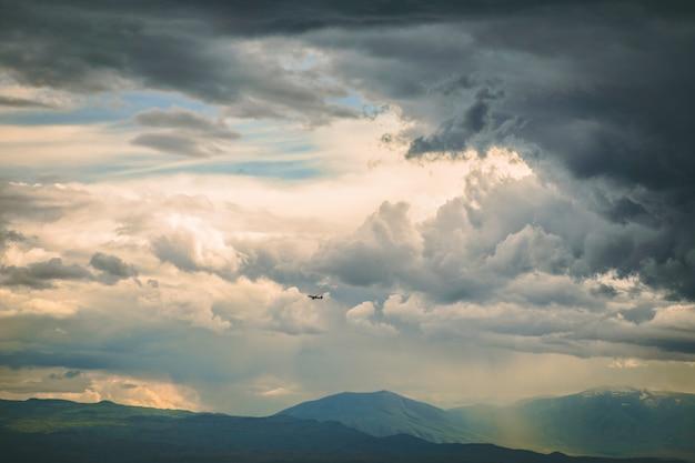 Nubes tormentosas oscuras Foto gratis