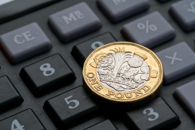 Nueva moneda de una libra británica Foto Premium