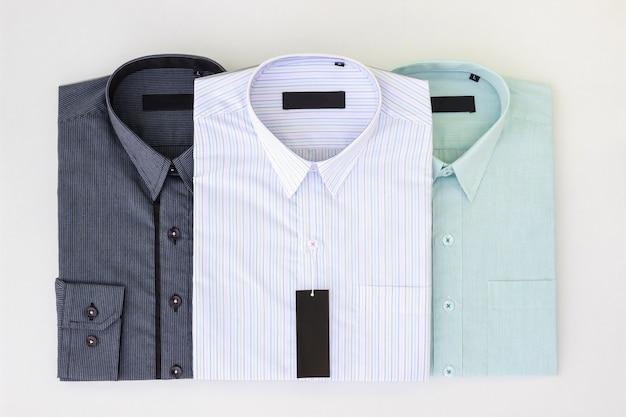 Nuevas Camisas De Vestir De Hombres Dobladas Y Presionadas