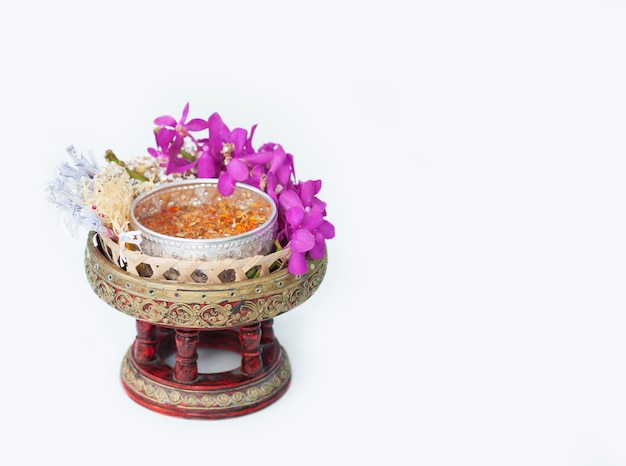 Objeto tradicional preparado para usar en el festival songkran Foto gratis