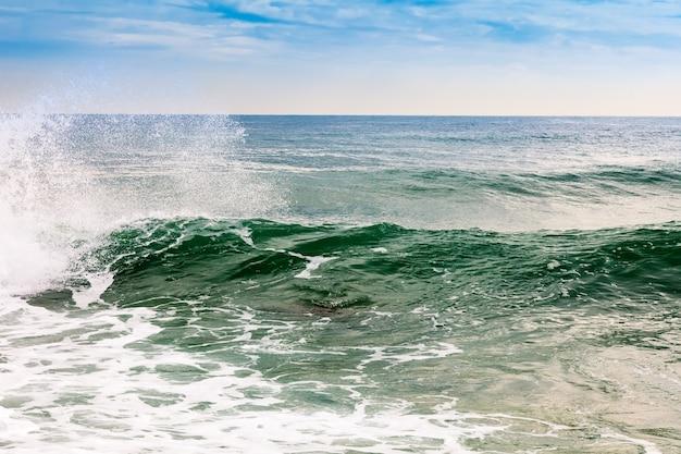 Ola del mar mediterráneo Foto gratis