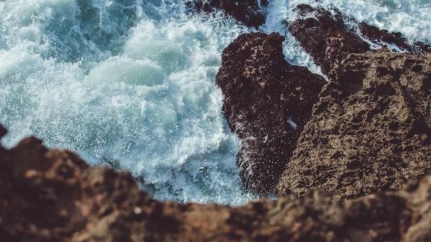 Las olas están a punto de oscilar Foto gratis