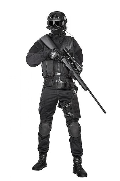 Operador de swat con rifle de francotirador   Descargar Fotos premium