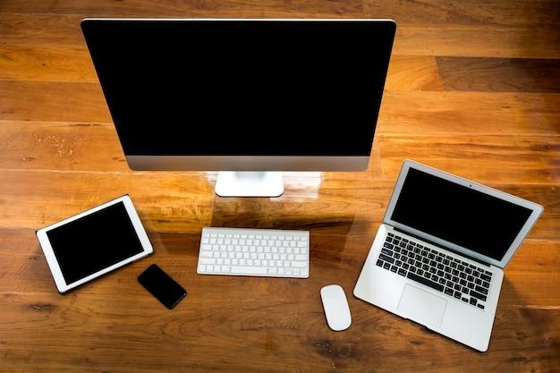 Ordenador, Portátil Y Tablet Vista Desde Arriba En Una