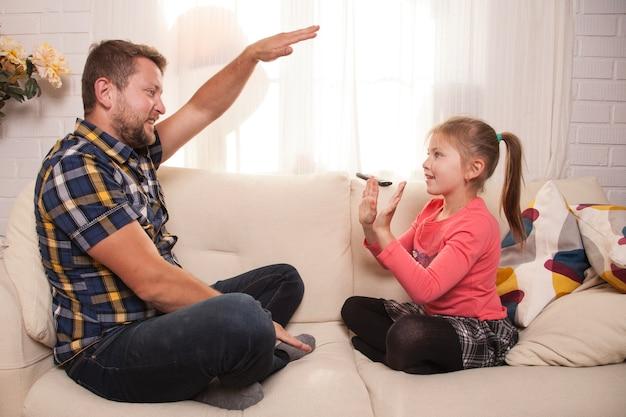 Padre E Hija Jugando Con Las Manos