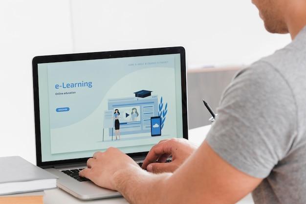 Página de inicio de e-learning para estudiantes universitarios Foto Premium