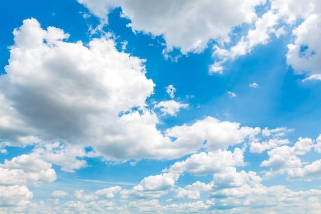 Fotos E Imagenes Cielo Azul Con Nubes: Paisaje Con Nubes Fantástico