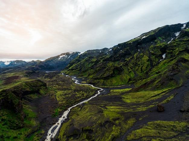 Paisaje de tierras altas en islandia Foto Premium