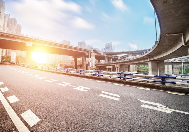 Paisaje urbano desde la autopista Foto gratis