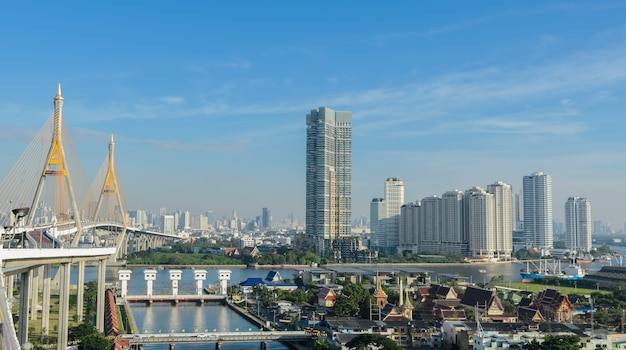 Paisaje urbano de bangkok en la vista de la mañana, capital de tailandia Foto Premium