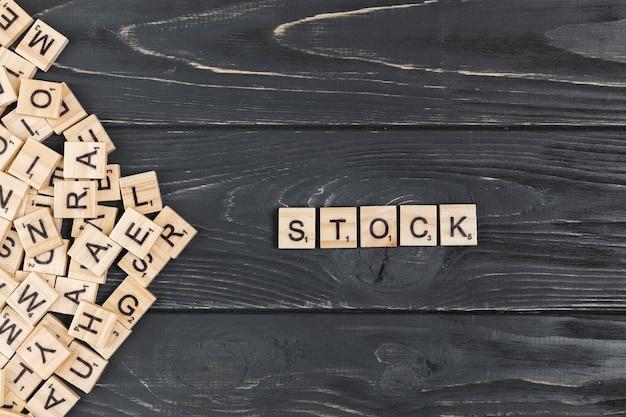 Palabra común en el fondo de madera Foto gratis