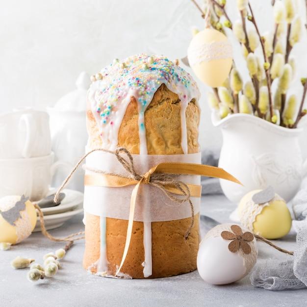 Pan dulce ortodoxo de pascua Foto Premium