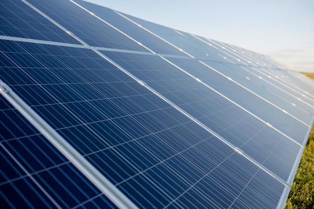 Paneles innovadores de energía solar. Foto Premium