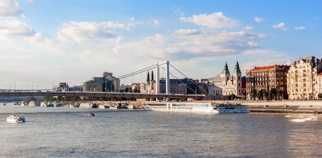 Panorama de budapest, paisaje urbano Foto Premium