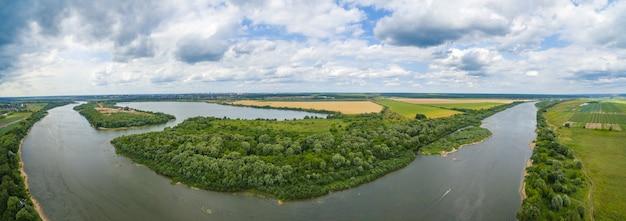 Panorama del río oka Foto gratis