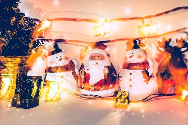 Imagenes De Papanoel En Movimiento.Papa Noel Y Reno Con Bombilla Movimiento De Luz De Fiesta