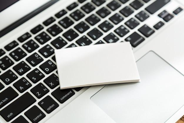 Papel en blanco encima de un teclado descargar fotos gratis - Foto teclado ordenador ...