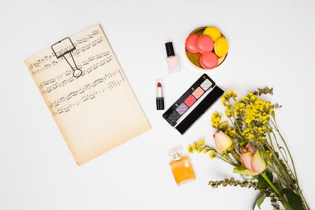 Papel De Notas Musicales Vintage Lápiz Labial Botella De