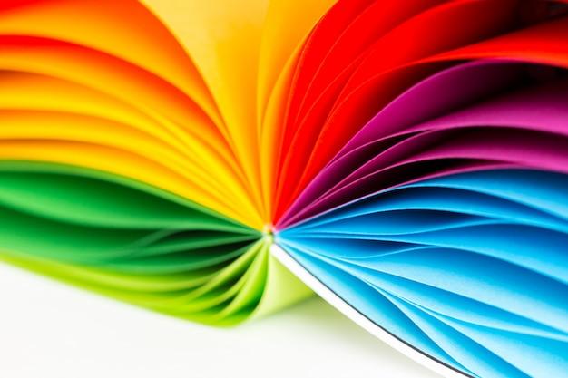 Papeles de colores sobre blanco Foto Premium
