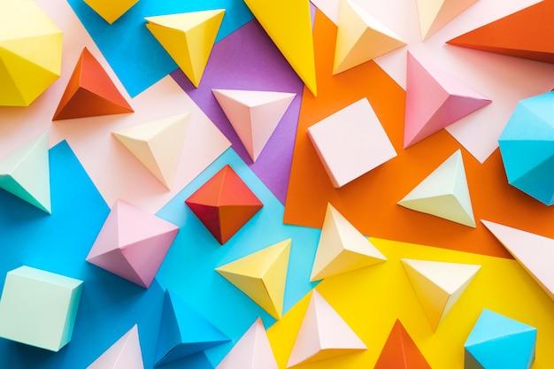 Paquete de objetos de papel geométrico colorido Foto gratis