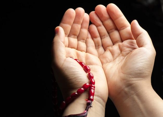 Par de manos rezando Foto Premium