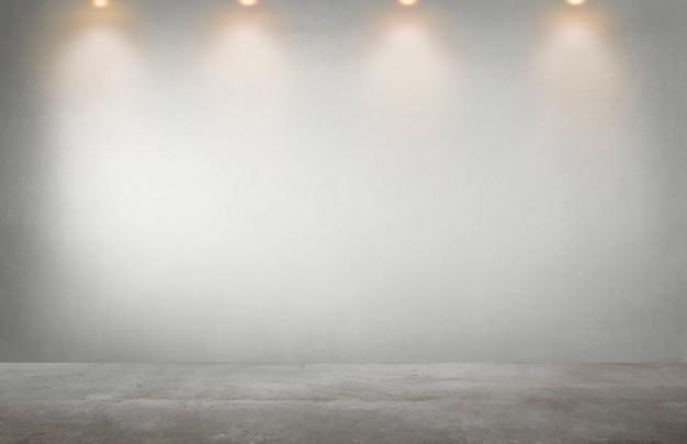 Pared gris con una fila de focos en una habitación vacía Foto gratis