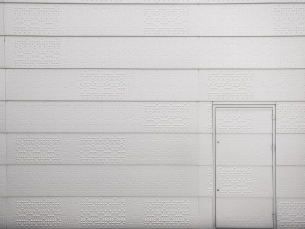 Pared de metal y puerta de metal. Foto Premium