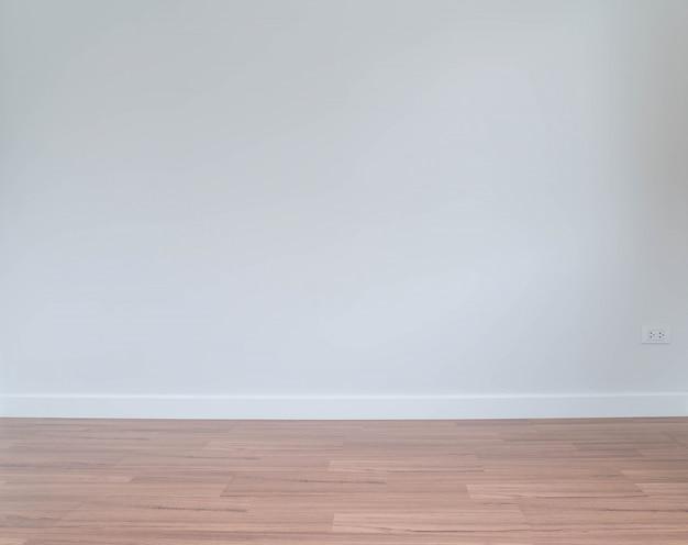 Pared vacía con un piso de madera por debajo Foto gratis