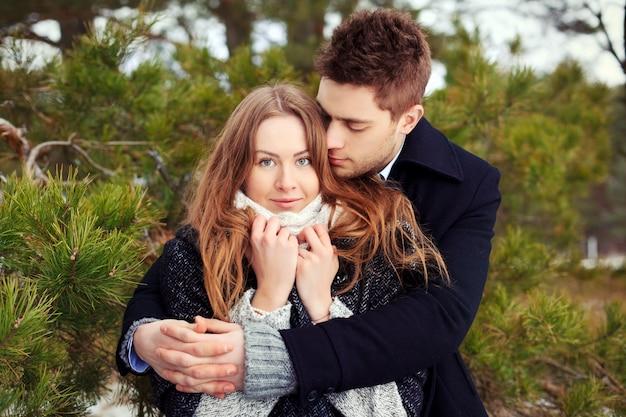 Resultado de imagen para pareja abrazandose