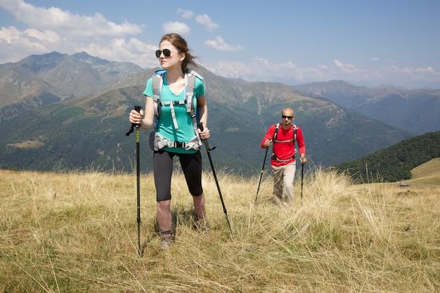 Pareja de excursionistas Foto Premium