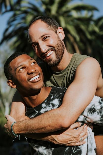 Gays Abrazandose