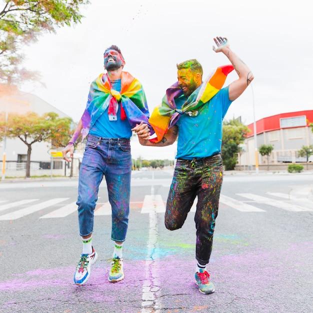 Hombres gay corriendos
