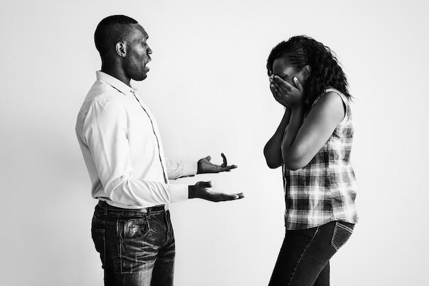 Una pareja teniendo una discusión Foto gratis