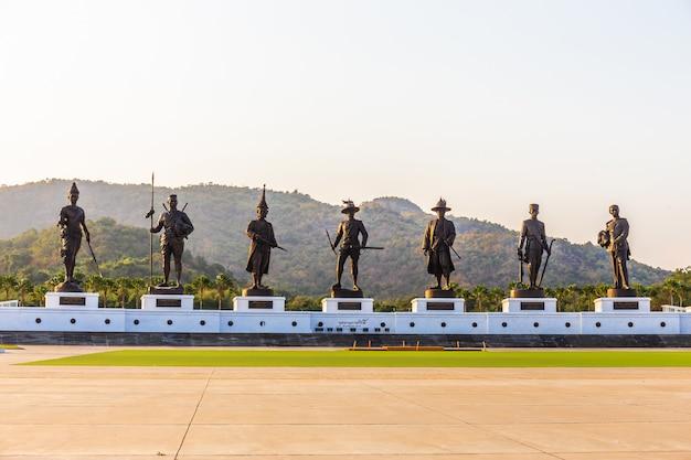 El parque rajabhakti es un nuevo hito y la atracción turística es más popular en la hora del atardecer Foto Premium