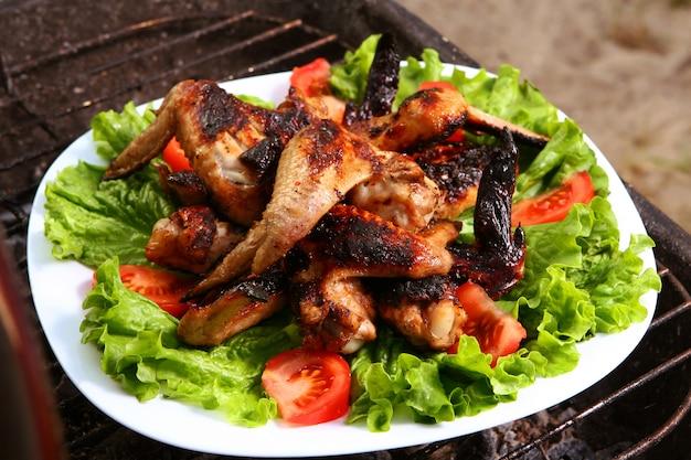 Parrilla fresca de pollo a la barbacoa Foto gratis