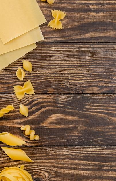 Pasta italiana con espacio de copia Foto gratis