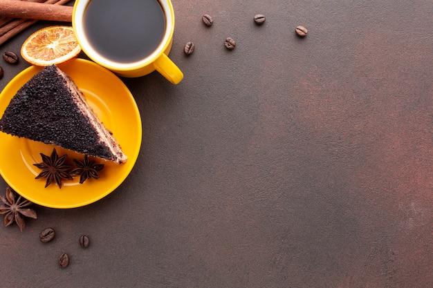 Pastel de chocolate con espacio de copia Foto gratis