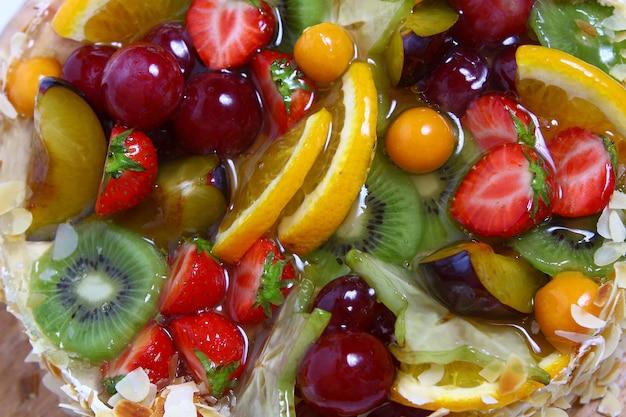 Pastel de frutas de postre Foto gratis