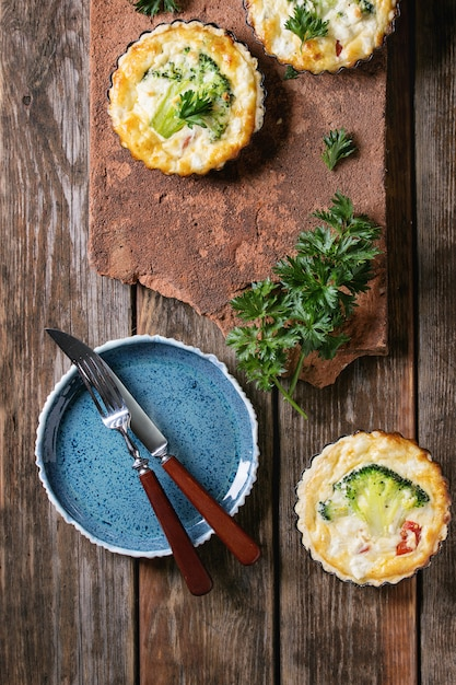 Pastel de quiche al horno con verduras Foto Premium