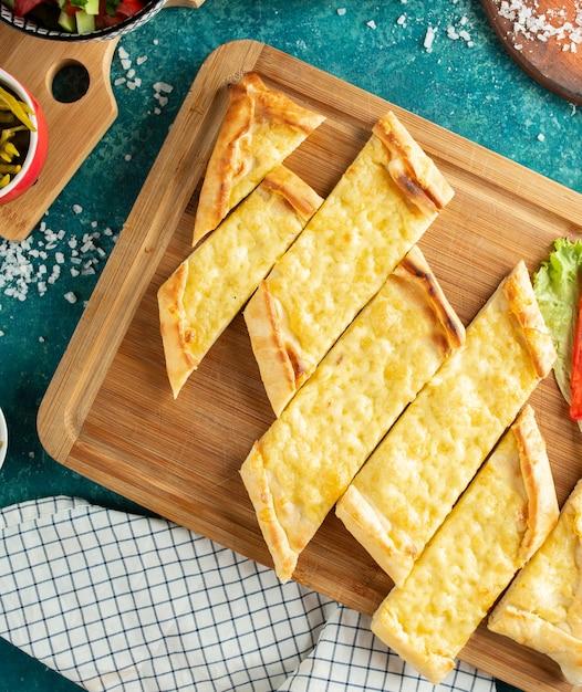 Pastelería tradicional turca con vista superior de queso Foto gratis