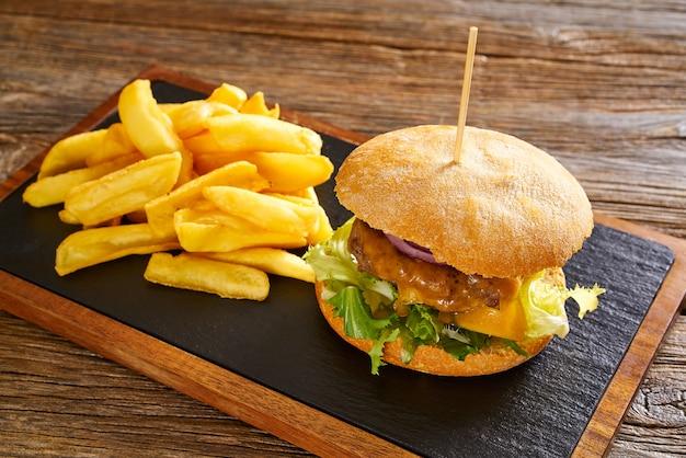 Patatas fritas burguer y papas fritas Foto Premium