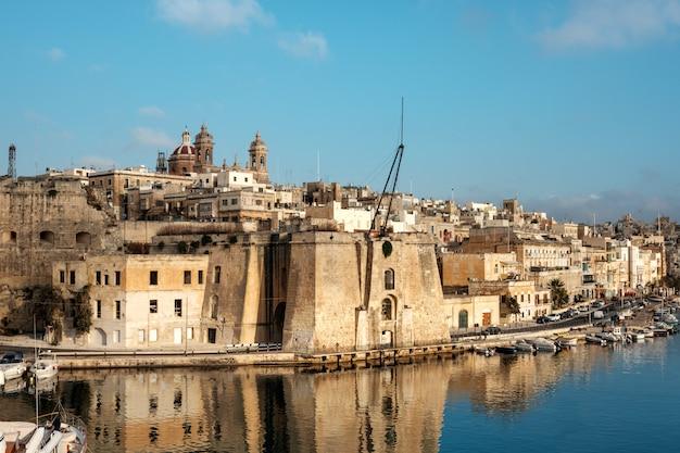 Península de senglea en grand bay, valetta, malta Foto Premium
