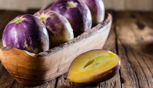 Pepino dulce de fruta sudamericana. pepino dulce o pepino melon Foto Premium