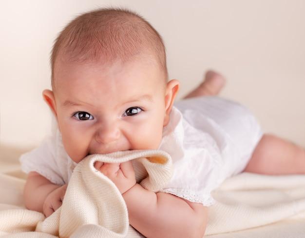 750ebf23a Pequeño bebé recién nacido lindo bebé dentición