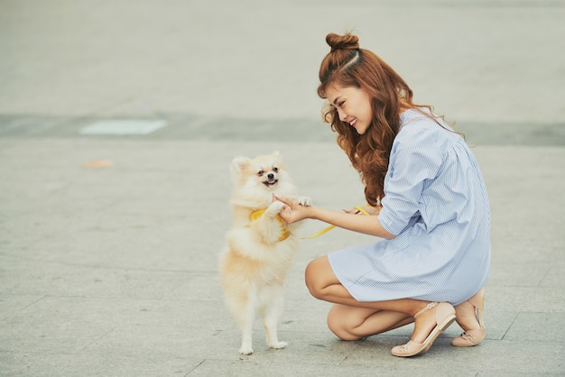Perro de entrenamiento Foto gratis
