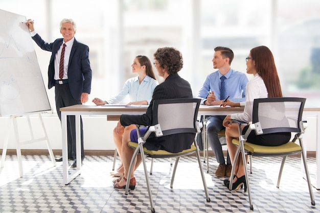 personas maduras oficina empleado de negocio descargar ForMaduras En La Oficina