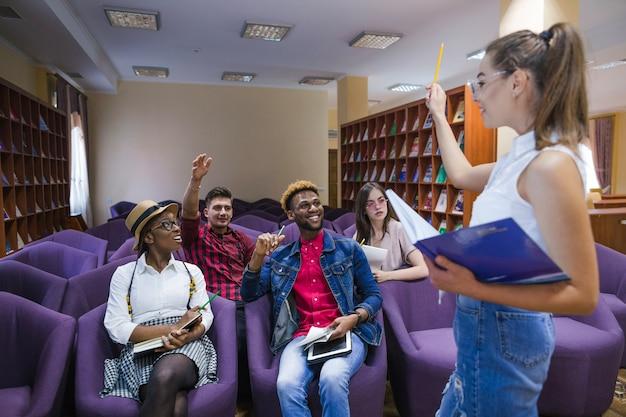 clases de inglés dinámicas y comunicativas - elegir la mejor academia de inglés