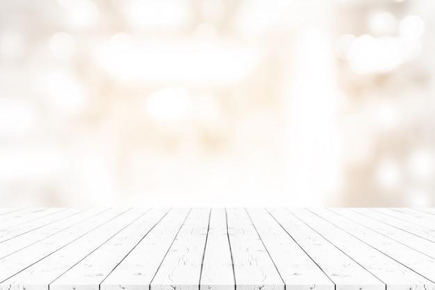 Perspectiva vacía mesa de madera blanca en la parte superior sobre fondo borroso Foto Premium