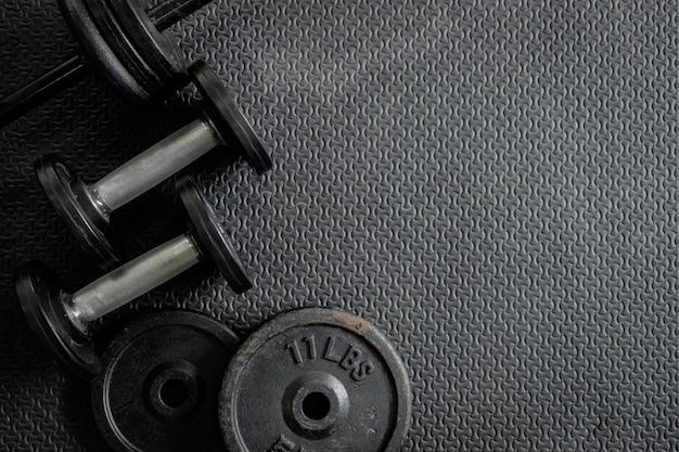 Pesas de ejercicio - mancuernas de hierro con placas extra Foto gratis